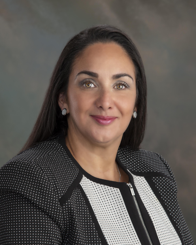 Elizabeth Pineda, Sales Agent